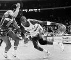 O Μάικλ Τζόρνταν φορώντας τα Air Jordan 1