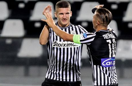 Ο Τζόλης πανηγυρίζει το μοναδικό τέρμα στην αναμέτρηση του ΠΑΟΚ με την ΑΕΛ στην Τούμπα, στην πρεμιέρα της Super League 2020-2021.