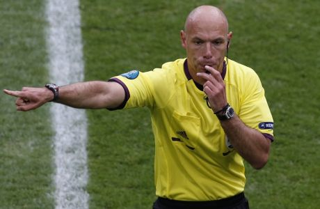 Referee Howard Webb from England blows the whistle during the Euro 2012 soccer championship Group C match between Italy and Croatia in Poznan, Poland, Thursday, June 14, 2012. (AP Photo/Anja Niedringhaus)