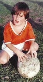 Με τα χρώματα της Γκραντόλι, σε ηλικία 4 ετών, όταν η μπάλα ήταν σχεδόν πιο μεγάλη από αυτόν!