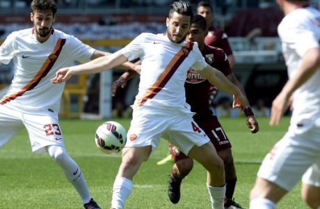 Roma's Kostantinos Manolas challenges for the ball with Torino's Josef Martinez during a Serie A soccer match between Torino and Roma at the Olympic stadium, in Turin, Italy, Sunday, April 12, 2015. (AP Photo/Massimo Pinca)