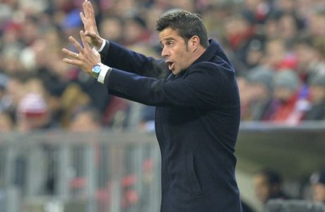Olympiakos' head coach Marco Silva gives instructions during the Champions League group F soccer match between FC Bayern Munich and Olympiakos in Munich, Germany, Tuesday, Nov. 24, 2015. (AP Photo/Kerstin Joensson)