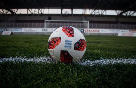 Μπάλλα ποδοσφαίρου στο γήπεδο AEL FC Arena. (EUROKINISSI/ΘΑΝΑΣΗΣ ΚΑΛΛΙΑΡΑΣ)