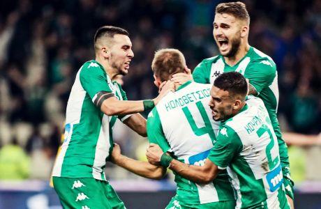Ο Δημήτρης Κολοβέτσιος πνίγεται στις αγκαλιές των συμπαικτών του, σκοράροντας το τέρμα που χάρισε στον Παναθηναϊκό τη νίκη με σκορ 3-2 επί της ΑΕΚ στο ΟΑΚΑ, για την 10η αγ. της Super League 2019-2020 (10/11/2019) - ΦΩΤΟΓΡΑΦΙΑ: ΤΑΚΗΣ ΣΑΓΙΑΣ / EUROKINISSI