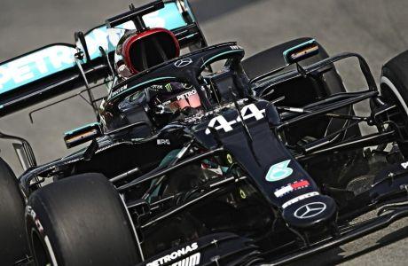 O Λιούις Χάμιλτον έχει χαρακτηριστεί ως εκ των κορυφαίων οδηγών στην ιστορία της Formula 1. Η Red Bull τον προκαλεί να αποδείξει πως είναι κυρίαρχος και χωρίς τη μοναδική ρύθμιση κινητήρων της Mercedes. Ο Βρετανός αποδέχθηκε την πρόκληση.