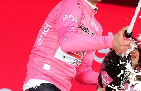 Η ροζ φανέλα, το μεγάλο έπαθλο του νικητή του Γύρου Ιταλίας.