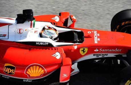 "Hamilton: ""Η Ferrari κρύβει άσσους στο μανίκι"""