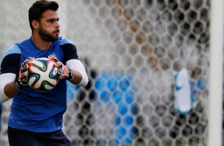 Greece's Orestis Karnezis catches a ball during an official training session the day before the group C World Cup soccer match between Greece and Ivory Coast, at the Arena Castelao in Fortaleza, Brazil, Monday, June 23, 2014. (AP Photo/Fernando Llano)