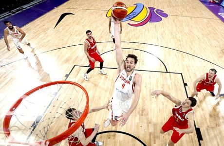 Spain's Pau Gasol leaps to dunk the ball during the Eurobasket European Basketball Championship bronze medal match against Russia in Istanbul, Sunday, Sept. 17. 2017. (AP Photo/Thanassis Stavrakis)