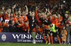 Shakhtar Donetsk players and team's owner Rinat Akhmetov, center, celebrate by the trophy after winning the UEFA Cup final soccer match against Werder Bremen, at the Sukru Saracoglu Stadium in Istanbul, Turkey, Wednesday May 20, 2009. Shaktar won 2-1. (AP Photo/Ibrahim Usta)
