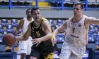 Ο Νίκος Ζήσης με τον Δημήτρη Αγραβάνη. ΑΕΚ και Προμηθέας ξεκινούν το σαββατοκύριακο στην Basket League