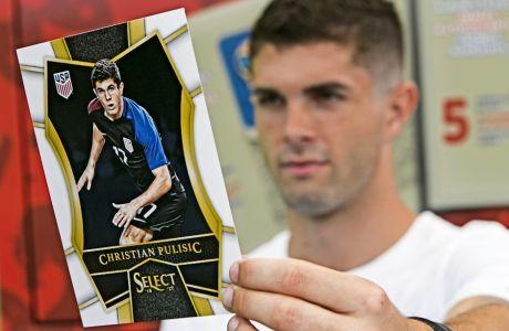 O Kρίστιαν Πούλιτς δείχνει τον εαυτό του σε Panini, σε έκδοση διεθνούς παίκτη τον Ιούνιο του 2018.