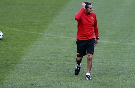 Barcelona coach Ernesto Valverde walks on the pitch during a training session at the Alvalade stadium in Lisbon, Tuesday Sept. 26, 2017. Barcelona will play Sporting CP in a Champions League, Group D soccer match on Wednesday. (AP Photo/Armando Franca)