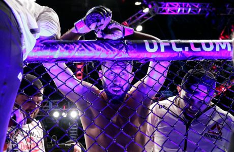 Ο Ντομινίκ Ρέγες πριν από αγώνα UFC κόντρα στον Τζον Τζόουνς