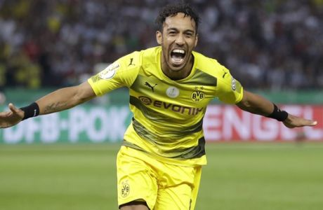 Dortmund's Pierre-Emerick Aubameyang celebrates after scoring his side's 2nd goal during the German soccer cup final match between Borussia Dortmund and Eintracht Frankfurt in Berlin, Germany, Saturday, May 27, 2017. (AP Photo/Michael Sohn)