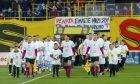 Οι φίλοι του Άρη σηκώνουν πανό για τη φίλαθλο του Πανιωνίου, Ρενάτα Λαζάρου, που δίνει μάχη με τον καρκίνο, στο πλαίσιο αναμέτρησης για τη Super League 2018-2019 στο 'Κλεάνθης Βικελίδης', Κυριακή 17 Φεβρουαρίου 2019