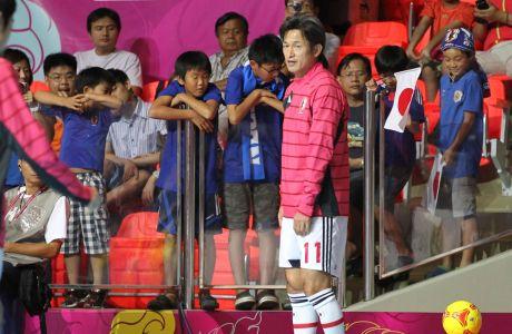 Ο Καζουγιόσι Μιούρα της Ιαπωνίας πριν από αναμέτρηση με την Ουκρανία για τον 2ο γύρο του Παγκοσμίου Κυπέλλου futsal 2012 στη Μπανγκόκ | Κυριακή 11 Νοεμβρίου 2012