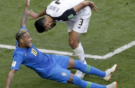 Brazil's Neymar, right, challenges for the ball with Costa Rica's Giancarlo Gonzalez during the group E match between Brazil and Costa Rica at the 2018 soccer World Cup in the St. Petersburg Stadium in St. Petersburg, Russia, Friday, June 22, 2018. (AP Photo/Michael Sohn)