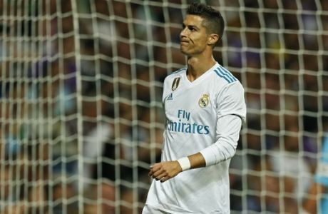 Real Madrid's Cristiano Ronaldo grimaces during Spanish the La Liga soccer match between Real Madrid and Real Betis at the Santiago Bernabeu stadium in Madrid, Wednesday, Sept. 20, 2017. (AP Photo/Francisco Seco)