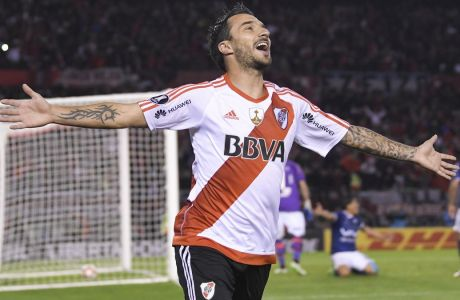 Ignacio Scocco of Argentina's River Plate celebrates after scoring his teams seventh goal, during a Copa Libertadores soccer match in Buenos Aires, Argentina, Thursday, September 21, 2017.(AP Photo/Gustavo Garello)