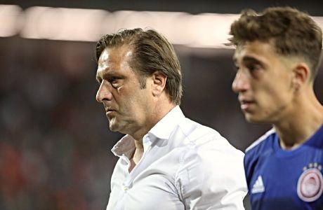 Μαρτίνς και Τσιμίκας απογοητευμένοι στο τέλος της αναμέτρησης με τον Ερυθρό Αστέρα στο Βελιγράδι, όπου ο Ολυμπιακός ηττήθηκε με σκορ 3-1 για την 2η αγ. της φάσης των ομίλων του Champions League 2019-2020