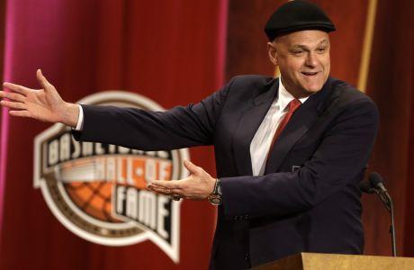 Ο Οσκάρ Σμιντ στην ομιλία του για την είσοδό του στο Naismith Memorial Basketball Hall of Fame, Σπρίνγκφιλντ, Κυριακή 8 Σεπτεμβρίου 2013