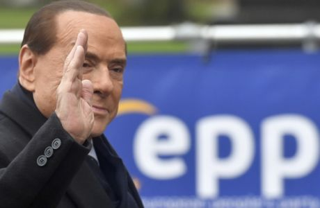 Former Italian Prime Minister Silvio Berlusconi, right, arrives for a meeting of EPP leaders ahead of an EU summit in Brussels on Thursday, Dec. 14, 2017. European Union leaders are gathering in Brussels and are set to move Brexit talks into a new phase as pressure mounts on Prime Minister Theresa May over her plans to take Britain out of the 28-nation bloc. (AP Photo/Geert Vanden Wijngaert)