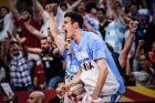Οι παίκτες της Εθνικής Αργεντινής πανηγυρίζουν τη νίκη επί της Σερβίας με 97-87 για τη φάση των 16 του Μουντομπάσκετ