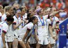 Ή ομάδα των ΗΠΑ πανηγυρίζει την κατάκτηση του Παγκοσμίου Κυπέλλου ενάντια στην Ολλανδία