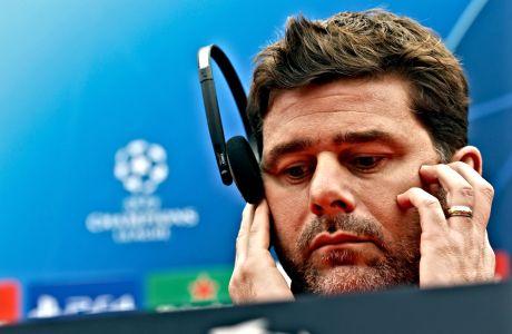 O Μαουρίσιο Ποτσετίνο κατά τη διάρκεια συνέντευξης Τύπου ύστερα από αναμέτρηση για το Champions League, όταν ακόμα ήταν προπονητής της Τότεναμ