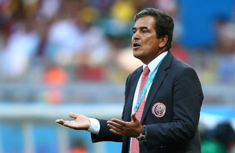 BELO HORIZONTE, BRAZIL - JUNE 24:  Head coach Jorge Luis Pinto of Costa Rica reacts during the 2014 FIFA World Cup Brazil Group D match between Costa Rica and England at Estadio Mineirao on June 24, 2014 in Belo Horizonte, Brazil.  (Photo by Ian Walton/Getty Images)