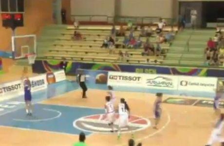 Φάση για ανέκδοτο σε διεθνή αγώνα μπάσκετ (VIDEO)