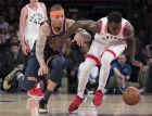 New York Knicks forward Michael Beasley, left, and Toronto Raptors forward Pascal Siakam vie for a loose ball during the second half of an NBA basketball game, Sunday, March 11, 2018, at Madison Square Garden in New York. The Raptors won 132-106. (AP Photo/Mary Altaffer)
