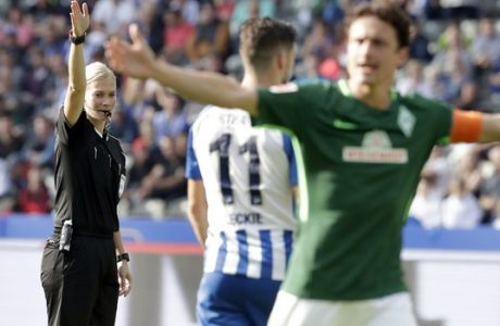 Referee Bibiana Steinhaus, left, gestures during the German Bundesliga soccer match between Hertha BSC Berlin and SV Werder Bremen in Berlin, Germany, Sunday, Sept. 10, 2017. (AP Photo/Michael Sohn)