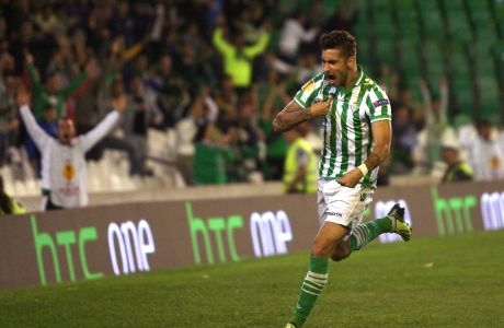 Betis' Álvaro Vadillo celebrates scoring the opening goal during an Europa League group I soccer match between Real Betis and Vitoria Guimaraes in Sevilla, Spain, Thursday, Oct. 24, 2013.  (AP Photo/Toni Rodriguez)