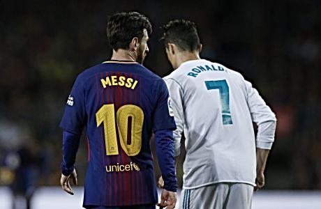Λιονέλ Μέσι και Κριστιάνο Ρονάλντο σε στιγμιότυπο μεταξύ τους αναμέτρησης για το Champions League