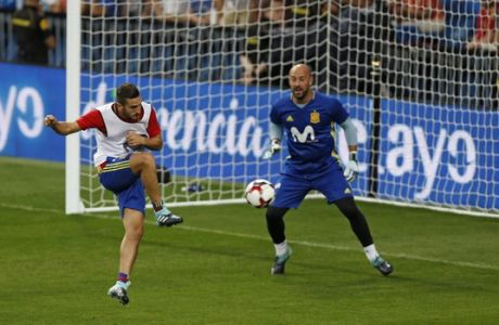 Spain's Jorge Resurrecion'Koke', left, scores past teammate goalkeeper Pepe Reina during a training session of the Spanish soccer national team at the Santiago Bernabeu stadium in Madrid, Friday, Sept. 1, 2017. Spain will play a World Cup Group G qualifying soccer match against Italy on Saturday. (AP Photo/Francisco Seco)
