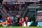 Ο διαιτητής Κρίστιαν Ντίνγκερτ συζητά με παίκτες της Χόφενχαϊμ και της Μπάγερν κατά τη διάρκεια του αγώνα για τη Bundesliga 2019-2020 στη 'Ράιν Νέκαρ Αρένα', Ζίνσχαϊμ, Σάββατο 29 Φεβρουαρίου 2020