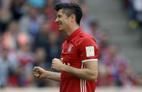 Bayern's Robert Lewandowski watches the ball after missing to score during the German Soccer Bundesliga match between FC Bayern Munich and SV Darmstadt 98 at the Allianz Arena stadium in Munich, Germany, Saturday, May 6, 2017. (AP Photo/Matthias Schrader)