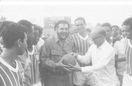 O Tσε Γκεβάρα έβλεπε πάντα το ποδόσφαιρο ως όπλο της επανάστασης