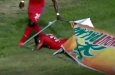 Ποδοσφαιριστής μπλέχτηκε στη διαφημιστική πινακίδα!
