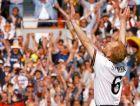 Ο Ματίας Ζάμερ πανηγυρίζει μετά την πρόκριση των Γερμανών επί των Κροατών στον προημιτελικό του Euro 96