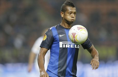 Inter Milan Colombian midfielder Fredy Guarin controls a ball during a Uefa Europa League, Group H, soccer match between Inter Milan and Partizan at the San Siro stadium in Milan, Italy, Thursday, Oct. 25, 2012. (AP Photo/Luca Bruno)