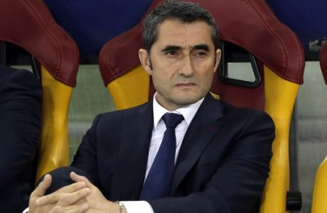 Barcelona coach Ernesto Valverde sits on the bench prior to the Champions League quarterfinal second leg soccer match between Roma and FC Barcelona at Rome's Olympic Stadium, Tuesday, April 10, 2018. (AP Photo/Andrew Medichini)