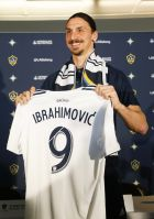 LA Galaxy's newest player Zlatan Ibrahimovic of Sweden, poses with his new jersey during an MLS soccer press conference following a training session at the StubHub Center, March 30, 2018 in Carson, Calif. (AP Photo/Ringo H.W. Chiu)
