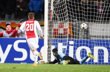 Ajax Amsterdam's Danish midfielder Lasse Schone scores a penalty past Apoel's Spanish goalkeeper Urko Pardo during the UEFA Champions League football match between Ajax Amsterdam and APOEL Nicosia in Amsterdam, on December 10, 2014. AFP PHOTO/Emmanuel Dunand        (Photo credit should read EMMANUEL DUNAND/AFP/Getty Images)
