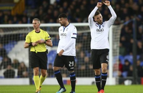 Atalanta's Bryan Cristante celebrates after scoring opening goal during the Europa League group E soccer match between Everton and Atalanta at the Goodison Park stadium in Liverpool, England on Thursday, Nov. 23, 2017. (AP Photo/Dave Thompson)