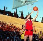 Ο Γιώργος Καστρινάκης μπροστά από τον Μιχάλη Γιαννουζάκο σε τελικό Κυπέλλου Ολυμπιακού-ΑΕΚ στο Καλλιμάρμαρο: Ιστορική φανέλα με το νο 13