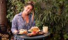 Στα Άνω Πετράλωνα για επικό φαγητό