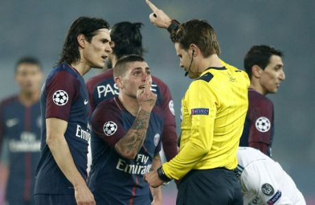 PSG's Marco Verratti, center, reacts after the red card by German referee Felix Brych, right, during the round of 16, 2nd leg Champions League soccer match between Paris Saint-Germain and Real Madrid at the Parc des Princes Stadium in Paris, Tuesday, March 6, 2018. (AP Photo/Francois Mori)